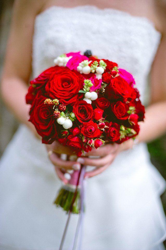hochzeit mit roten rosen eine blume erlebt ein revival backlinse hochzeit. Black Bedroom Furniture Sets. Home Design Ideas
