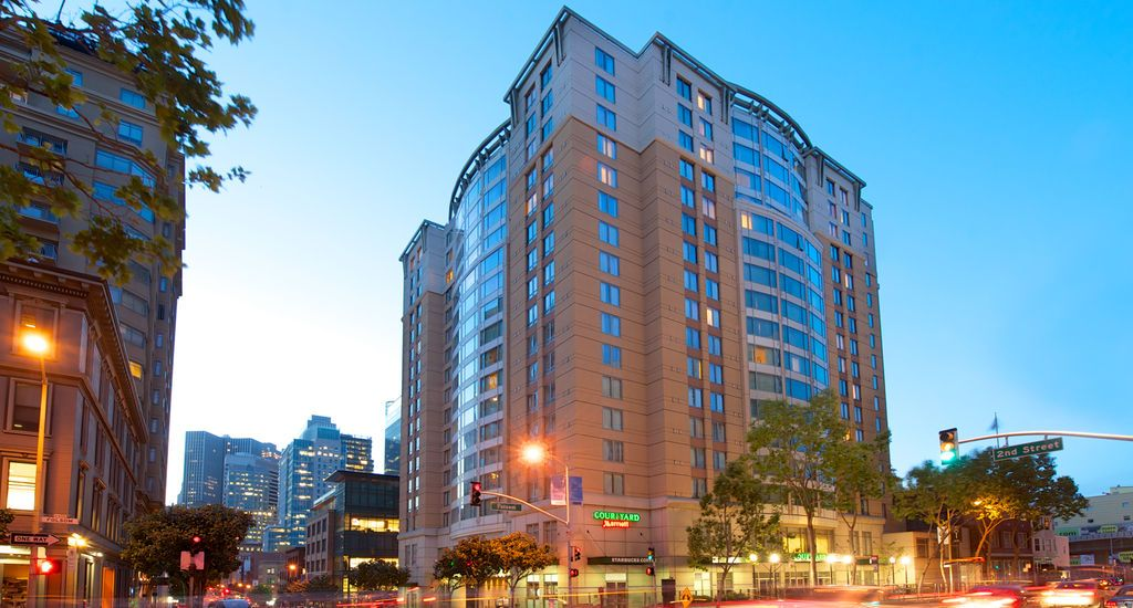 Courtyard By Marriott San Francisco Downtown California This Hotel Located In The Center Of Offers An Indoor Swimming