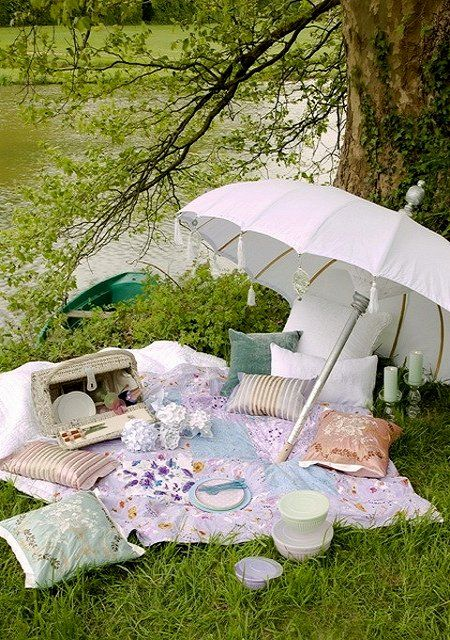 Romantic picnic. Why are these still not a thing?