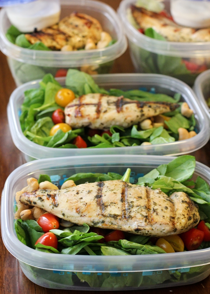 Lemon-Lime Cilantro Chicken on a spinach salad with tomatoes and cashews with Litehouse Organic Ranch dressing. #mealprep #weightlossmotivation