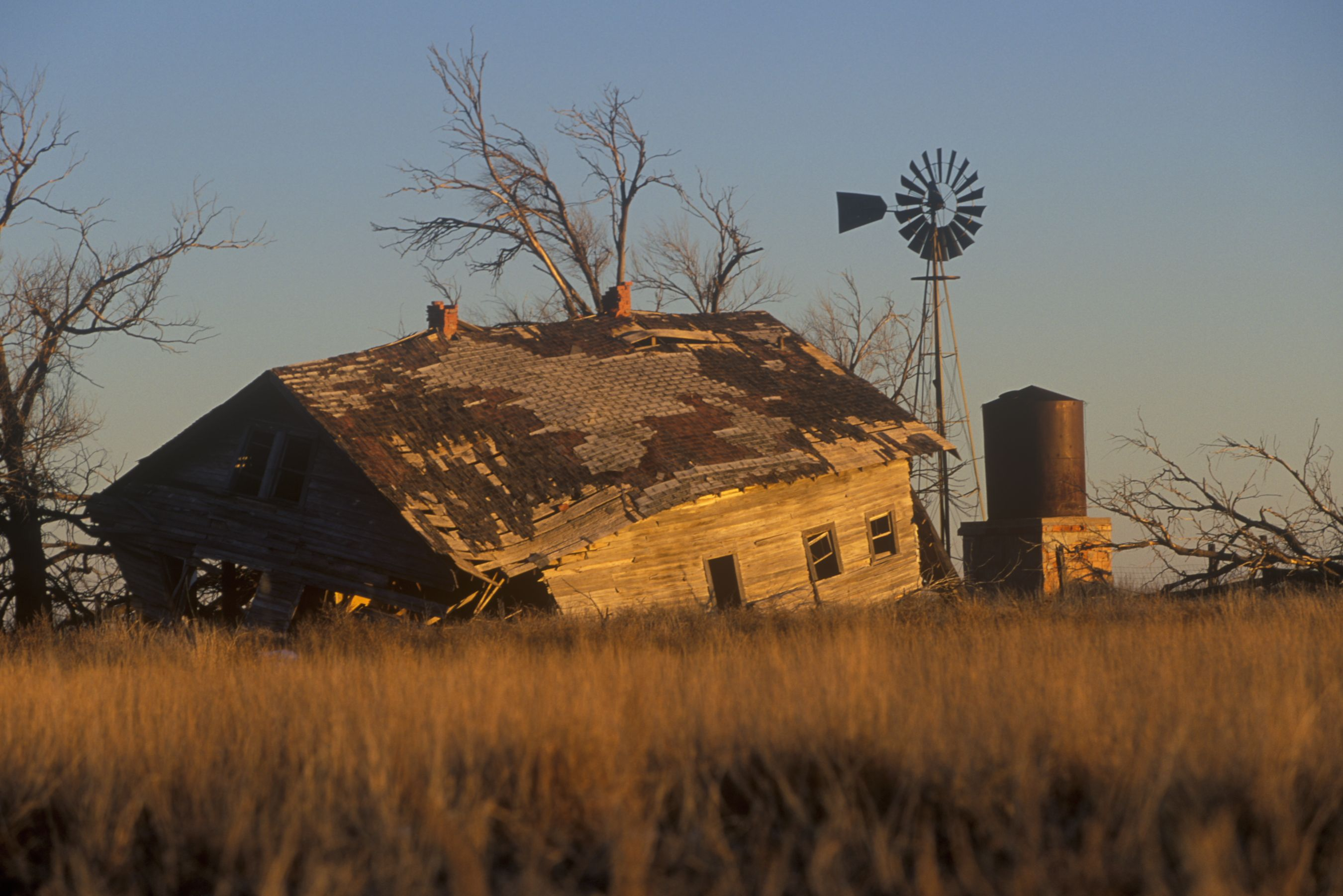 Old Homestead And Windmill Near Dalhart Tx Abandoned Farm Houses Old Windmills Old Barns