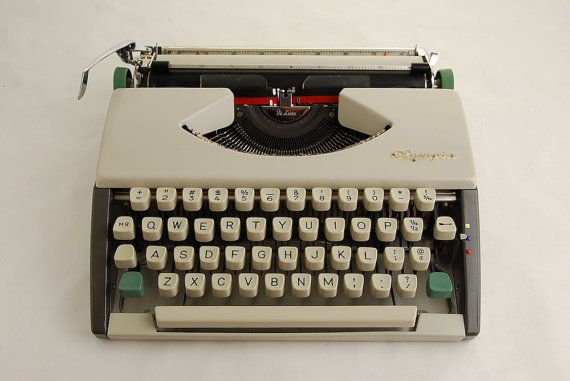 Typewriter Pencil Holder To Decorate Your Office Desk