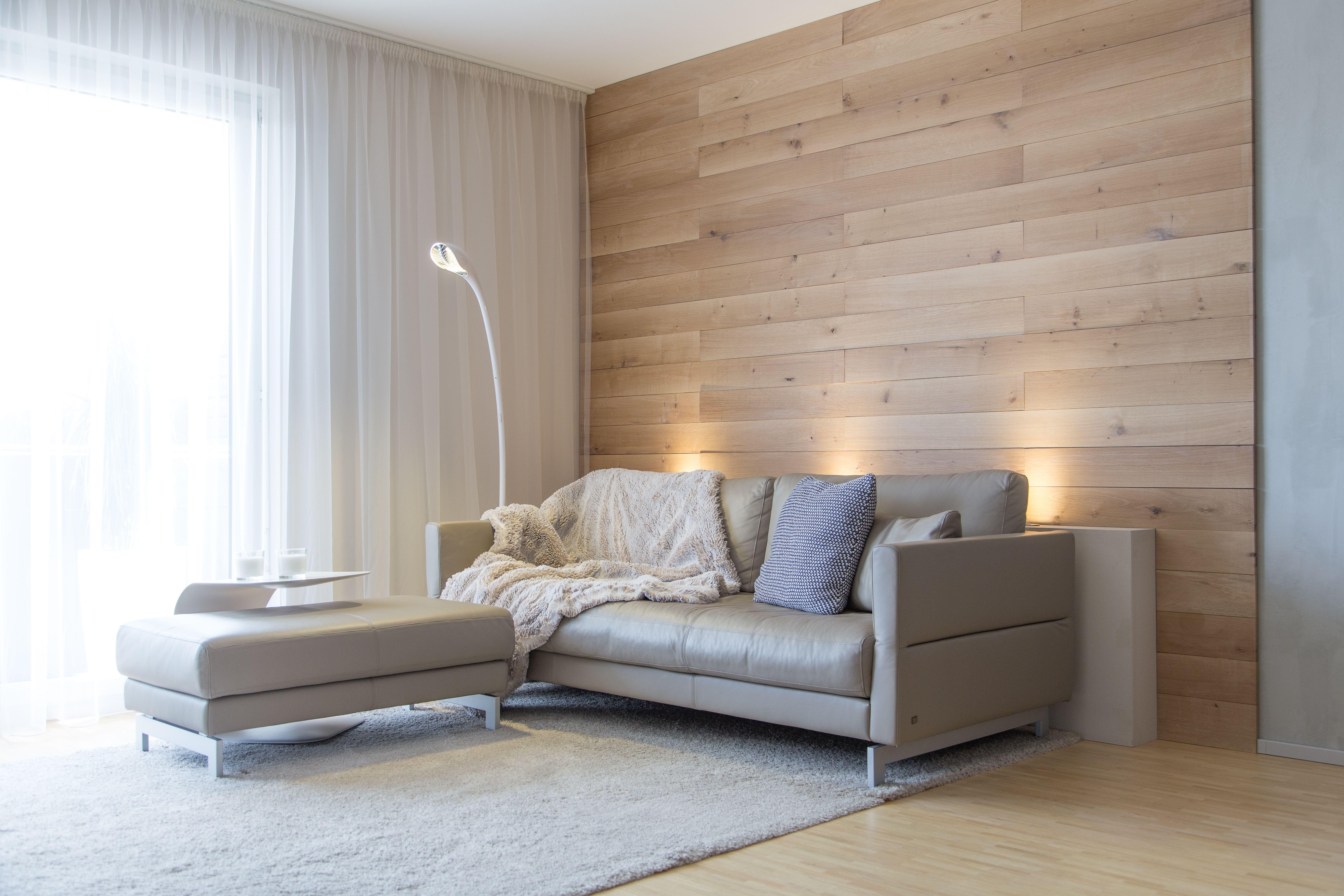 Einrichtungsberater  Wohnzimmer Wand mit Eiche-Holzvertäfelung wohnly dein Online ...