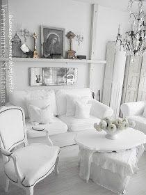 Marienbild, Kronleuchter Shabby Chic Wohnzimmer Brocante Style Schaufenster  Vitrine Wohnbereich Weiß Weißes Wohnen Fensterladen Dekoration