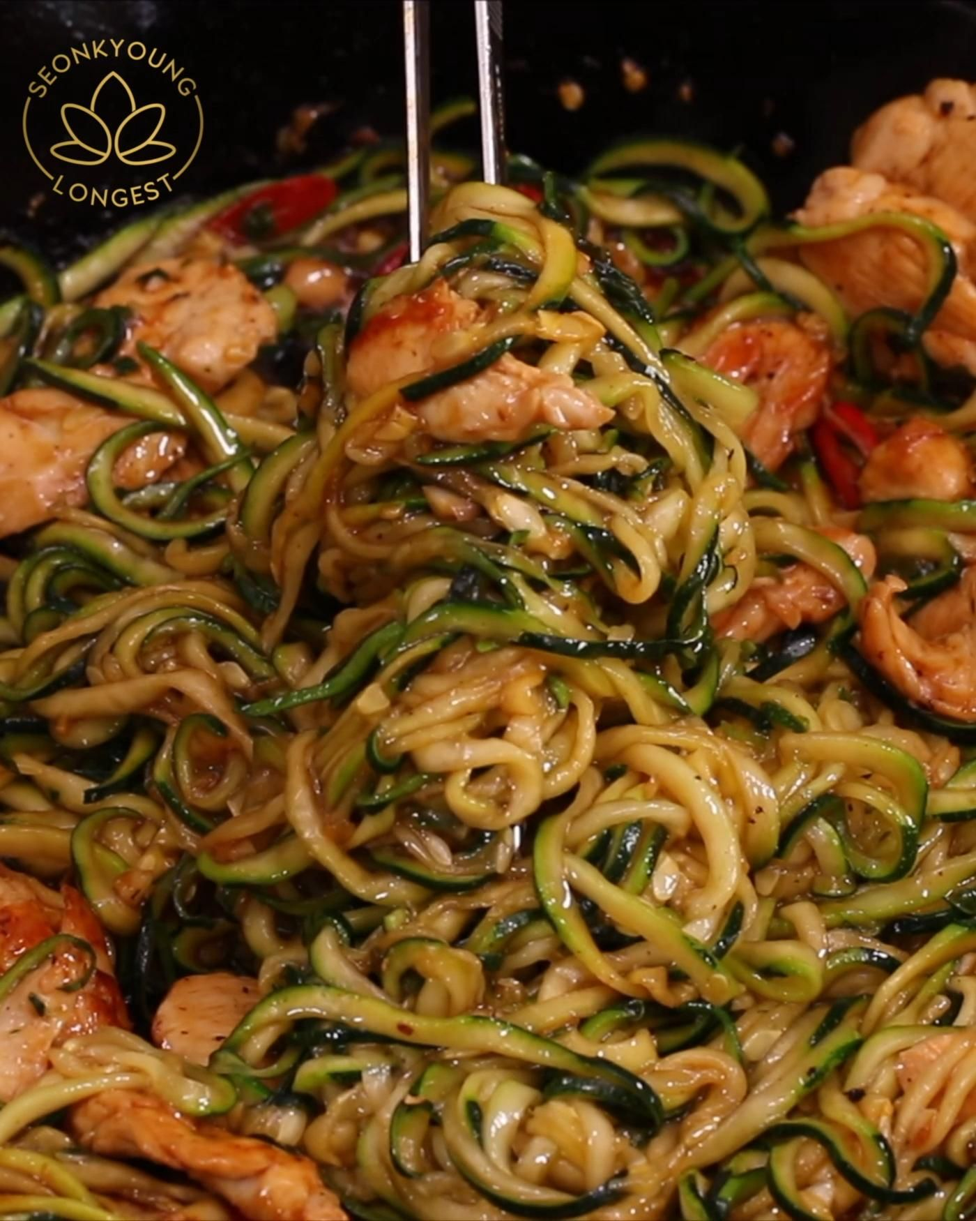GARLIC CHICKEN ZUCCHINI NOODLES STIR FRY RECIPE