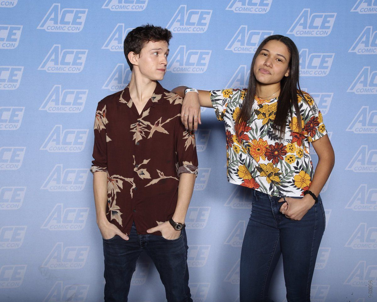 Pin by giovanna medeiros on tom holland meet and greet