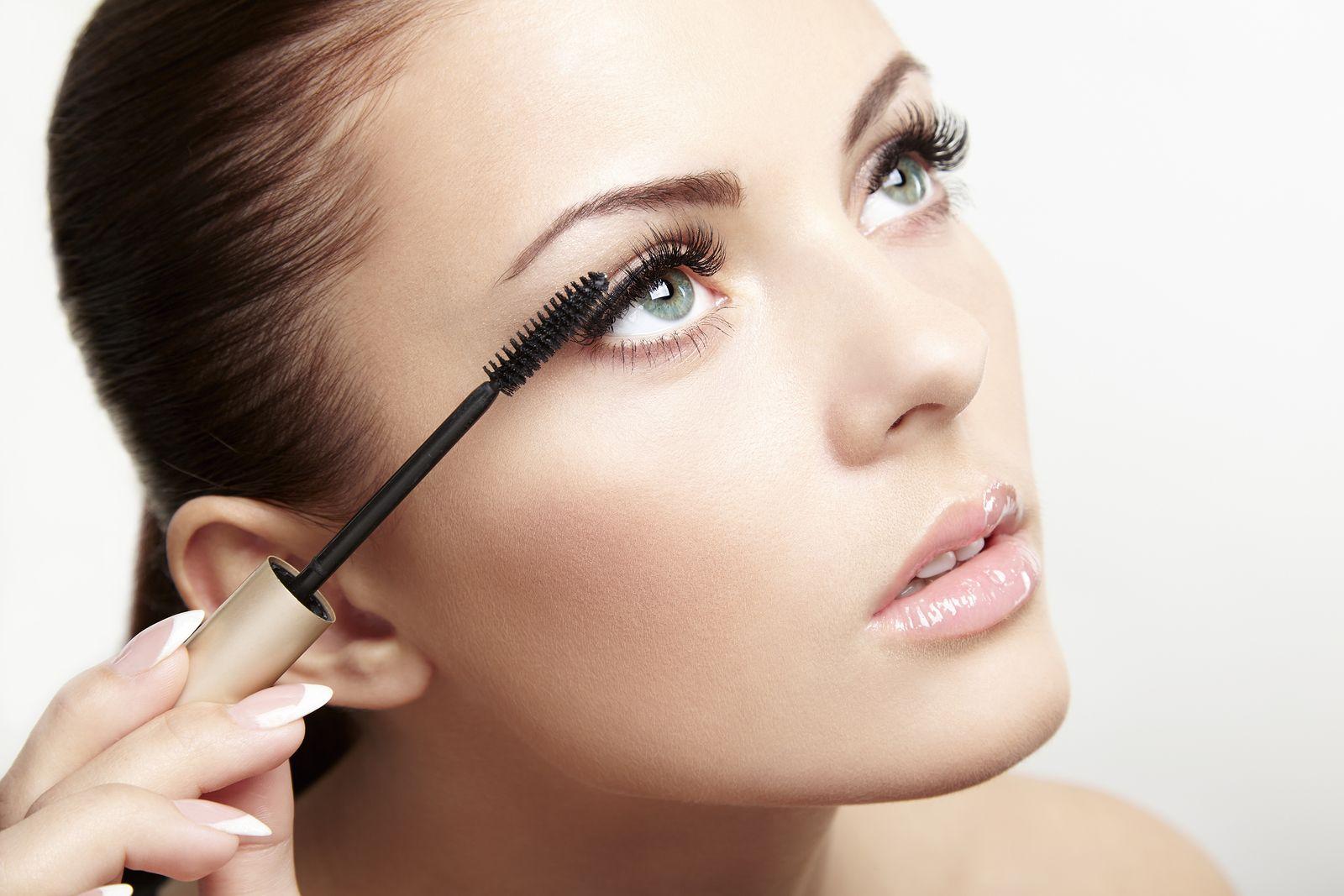 trang điểm với mascara