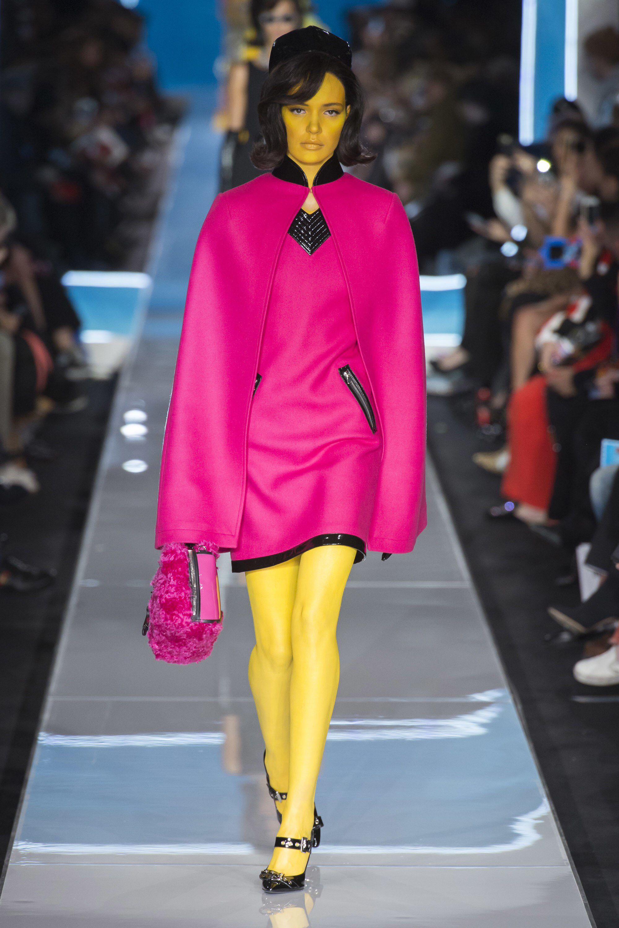 Moschino Fall Winter 2014 15 Women S Collection: Moschino Fall 2018 Ready-to-Wear Fashion Show Collection