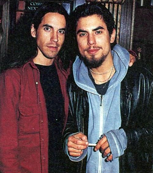 Pearljaam Anthony Kiedis And Dave Navarro 1995 Red Hot Chili Peppers Anthony Kiedis Hot Chili