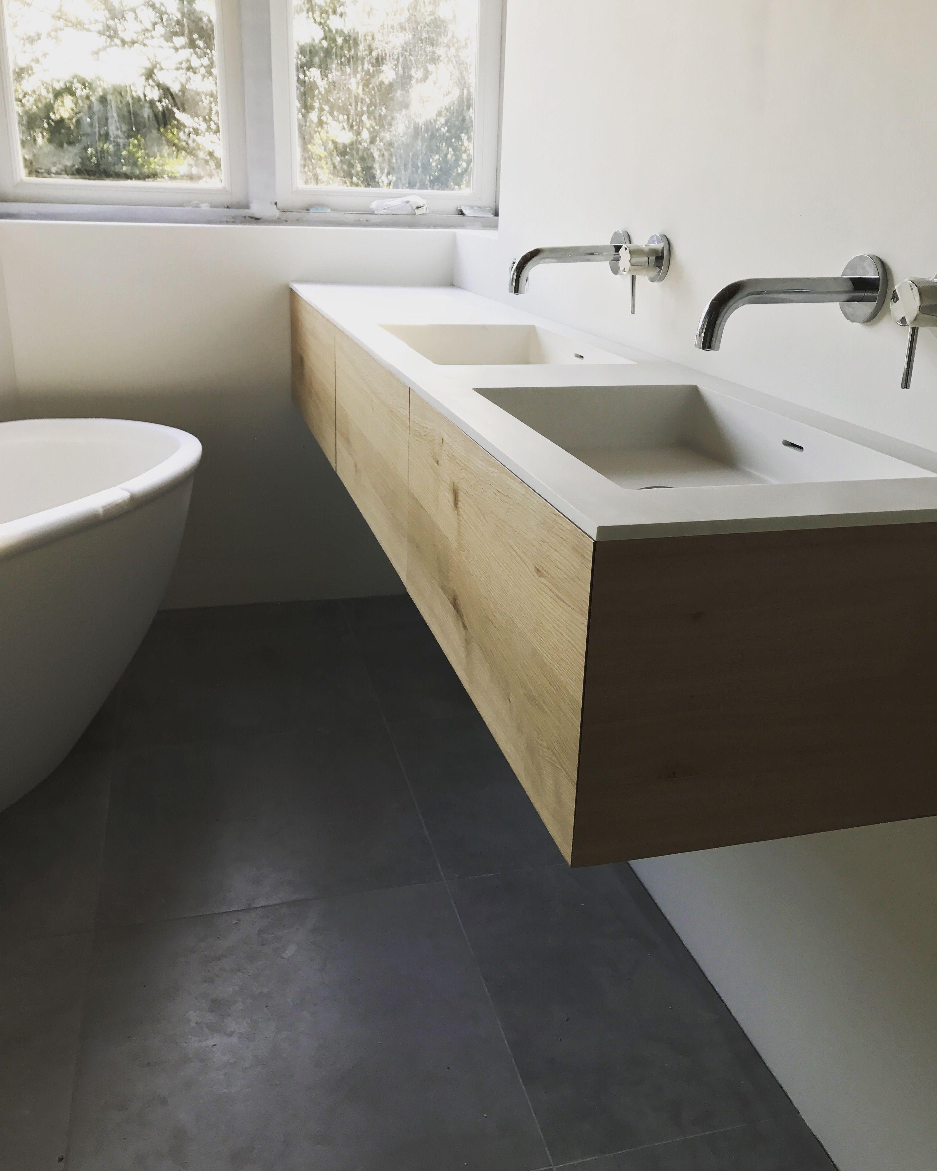 badmeubel gemaakt door maek meubels in eikenhout