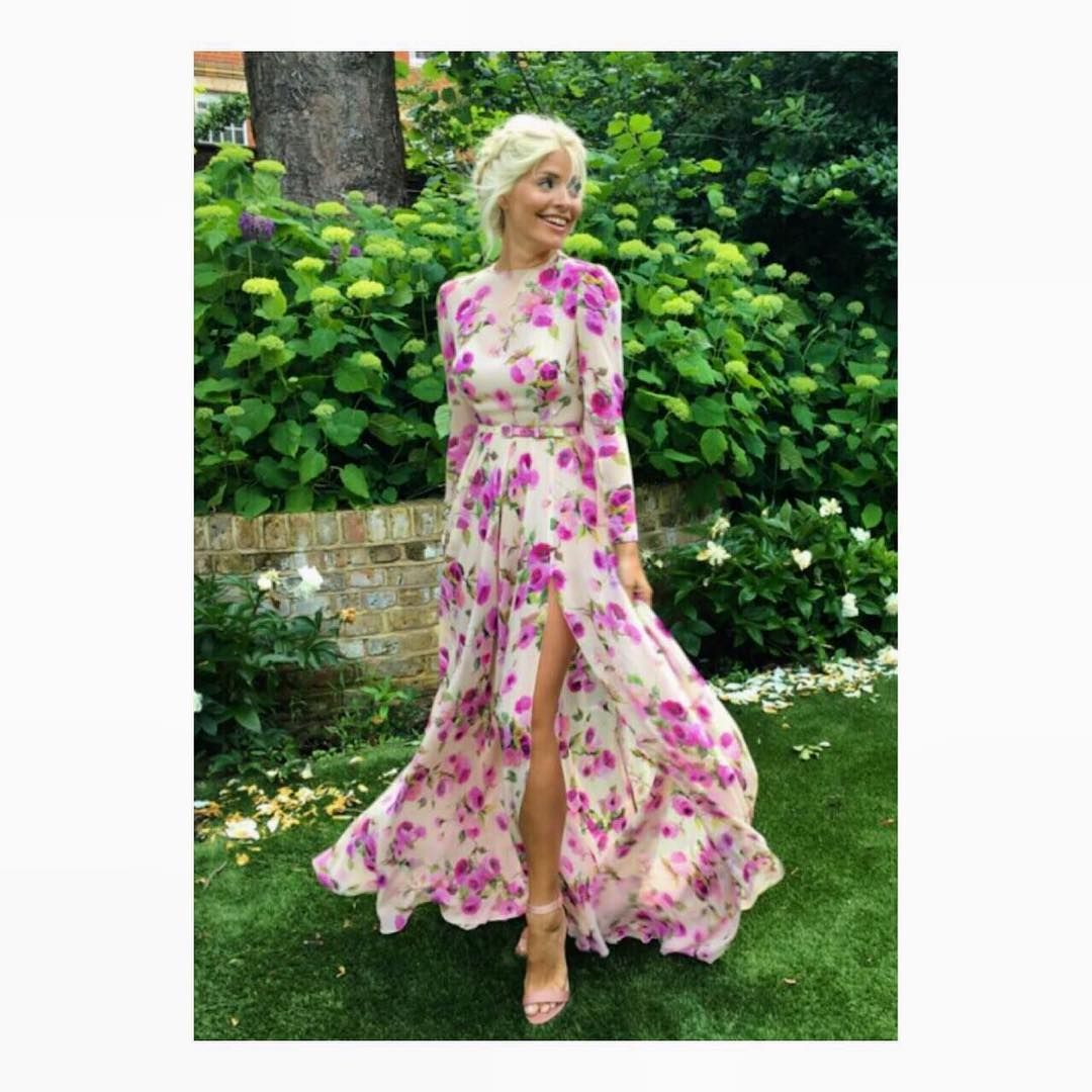 Instagram looks pinterest holly willoughby red carpet ready