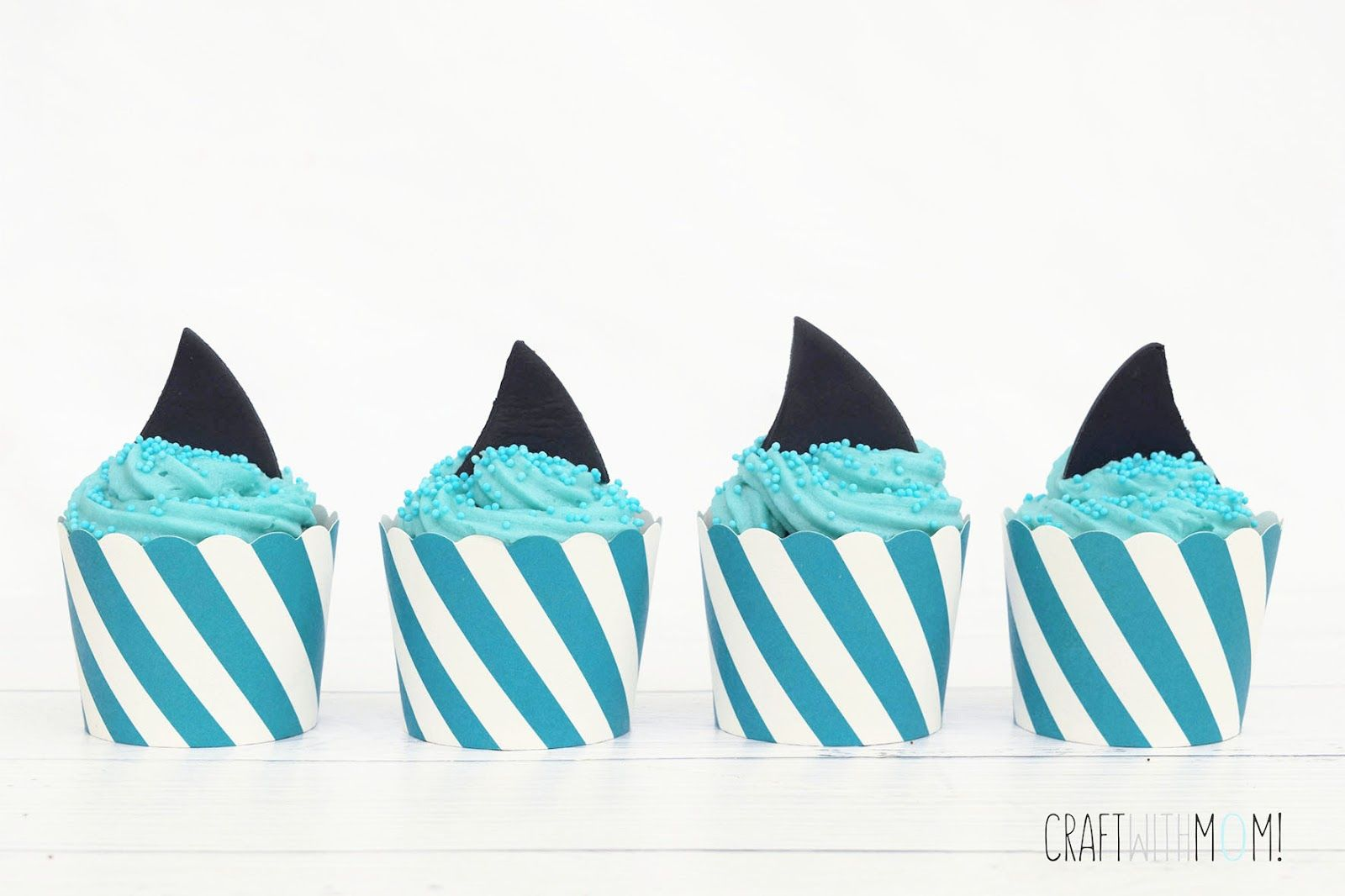CraftWithMom: SHARK ATTACK BROWNIE CUPCAKES WITH VANILA FROSTING