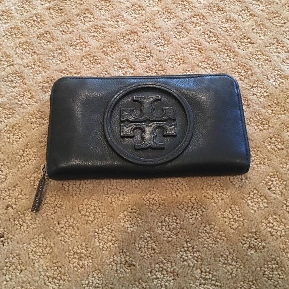 Tory Butch Wallet Great condition, black wallet, very roomy inside, used a few times but in great condition! Tory Burch Bags Wallets