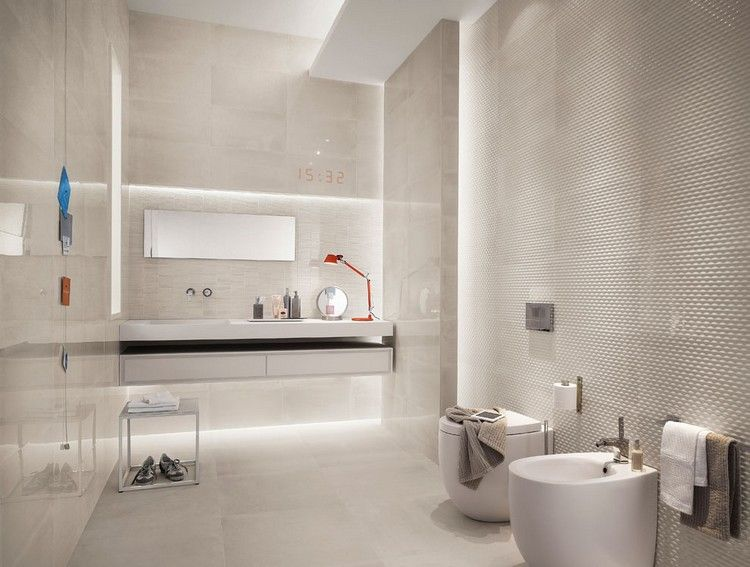 Bad Fliesen in creme und indirekte Wandbeleuchtung bad ideen - badezimmer fliesen bilder