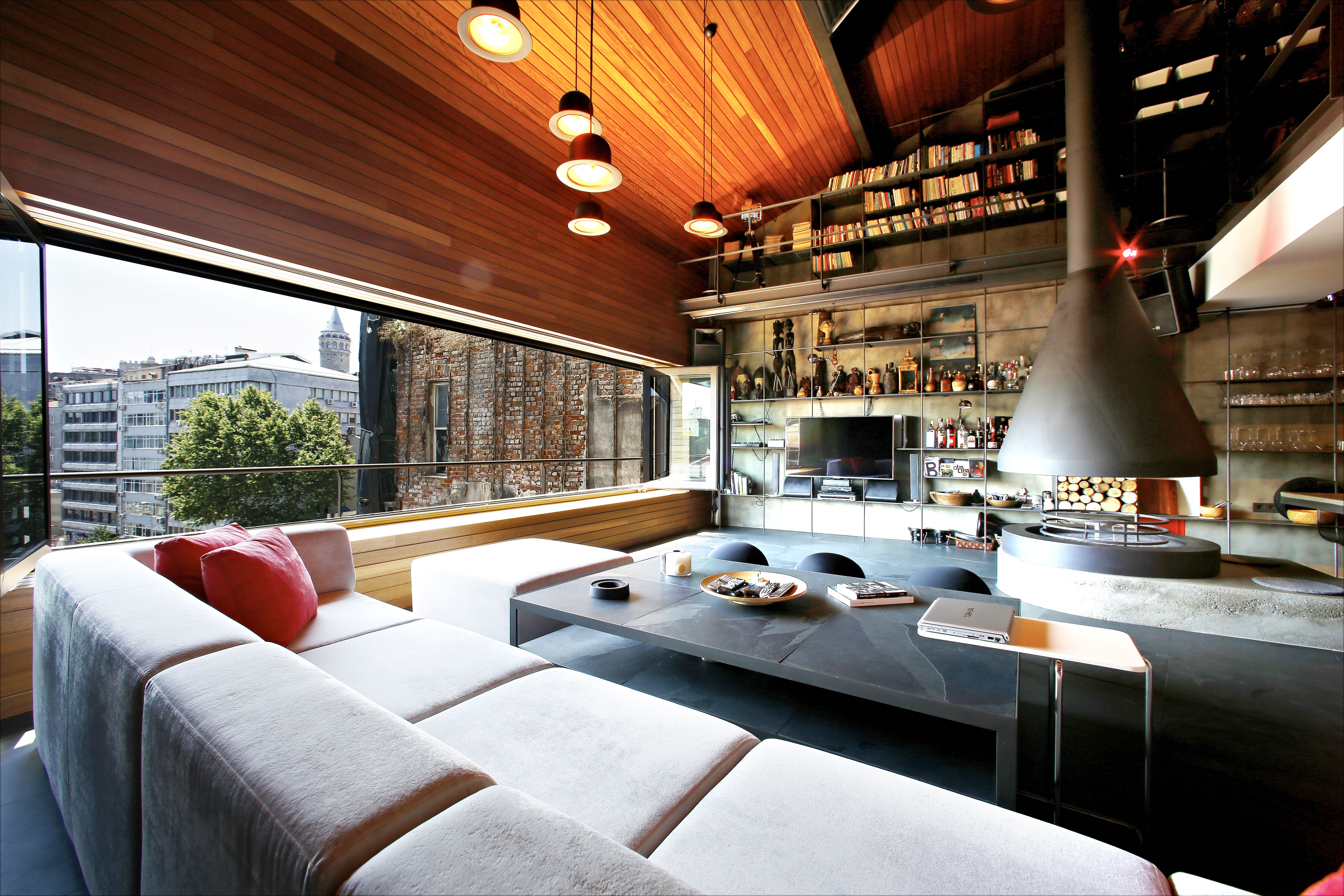 7 Spacious, Uncluttered Lofts