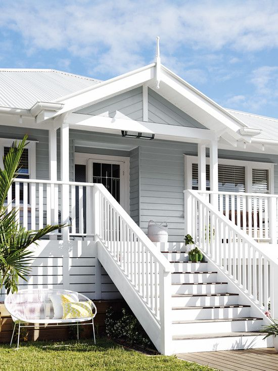 A Splash Of Tropical Colour This Queensland Beach House Really Makes My Heart Sing I Love The All White Facade House Weatherboard House Beach House Exterior