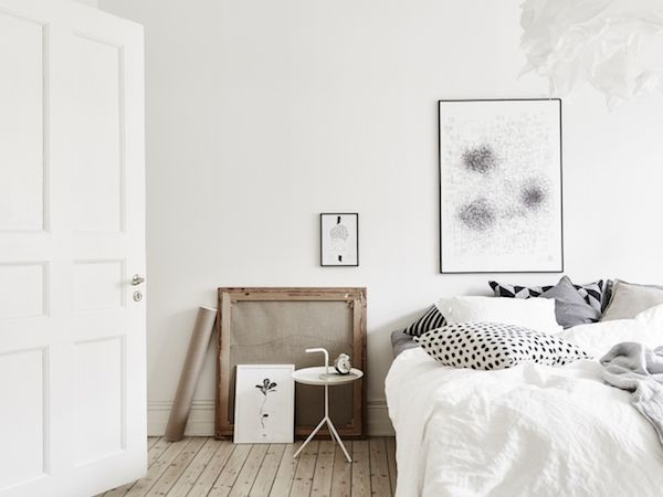 Kast Scandinavische Stijl : Calm white and grey in a swedish apartment b e d r o o m