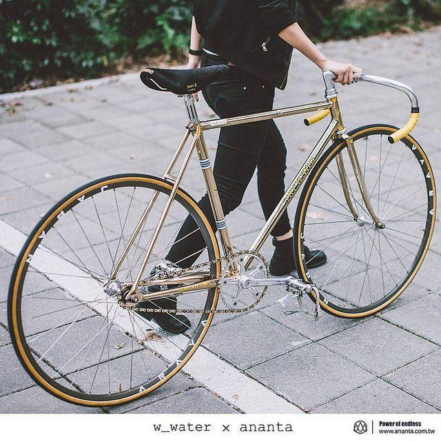 "kinkicycle:  "" Japan 3rensho njs pista /campagnolo super record njs group set /cinelli 2a njs+cinelli njs pista bar /araya add-5 rim /ariake jaguar I I x 3rensho @anantataiwan #3renshopista #3rensho #三連勝 #cyclone #ananta #anantataiwan #anantacog..."