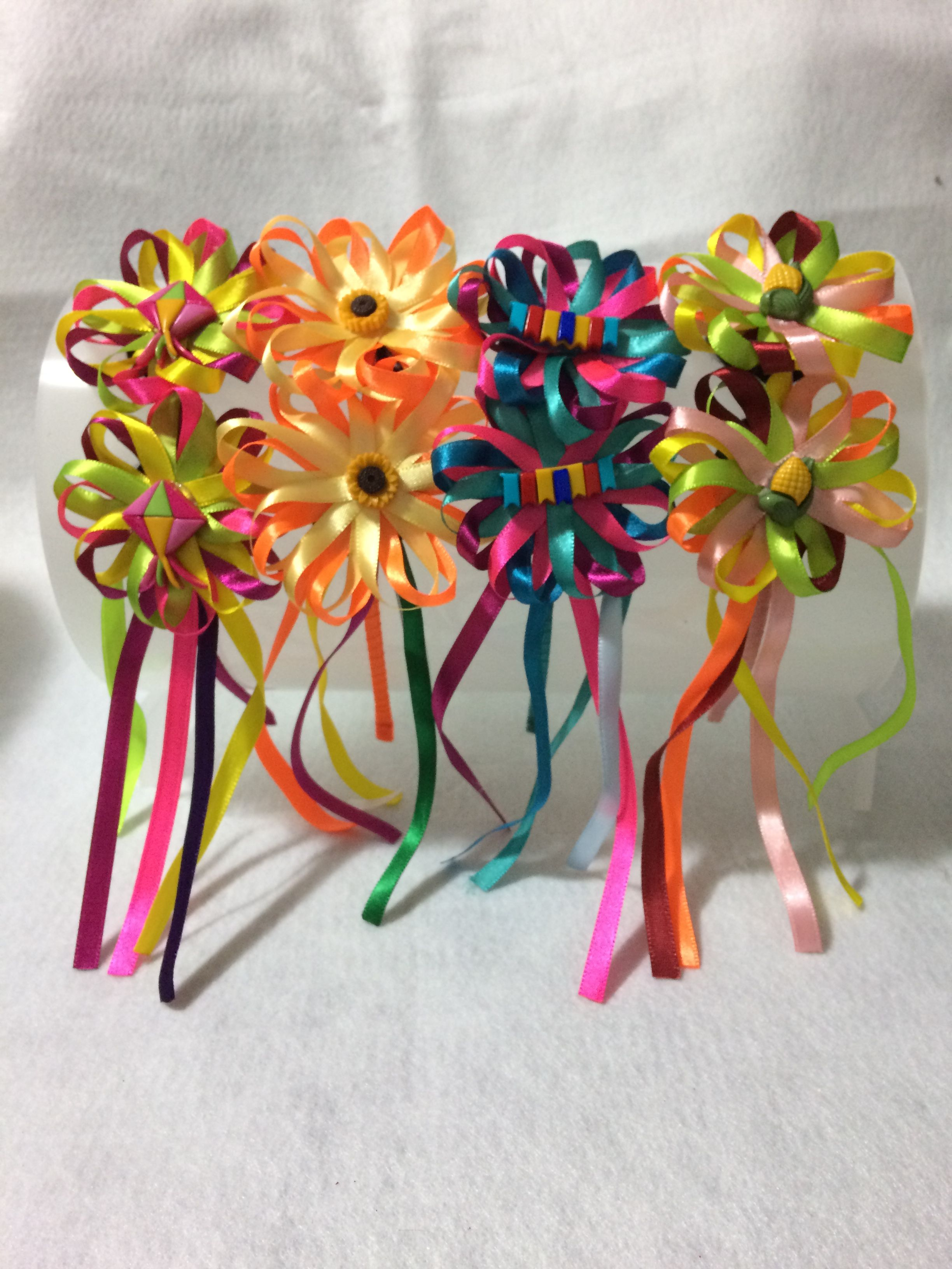 Tiara festa junina com 2 flores de fita de cetim (cores a escolha) tiara d63fc12537c