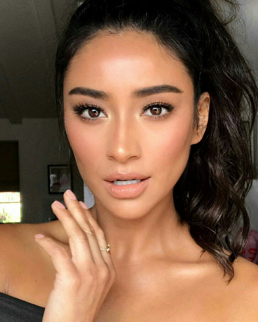 Pin By Shay On Hallway In 2019: Shay Mitchell - No Makeup Makeup Look