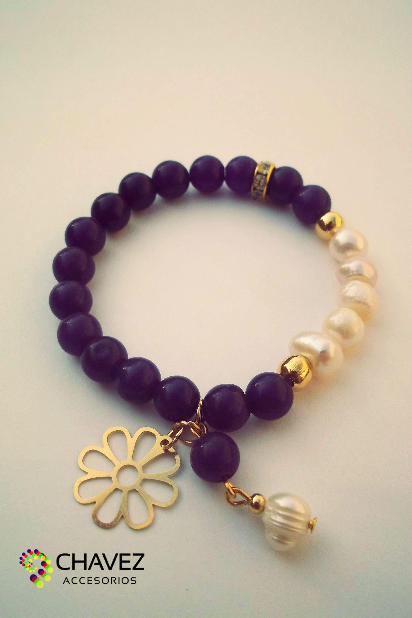 b7fedd933d63 Bella pulsera hecha con piedras de jade morada y perla cultivada con  enchapes de oro