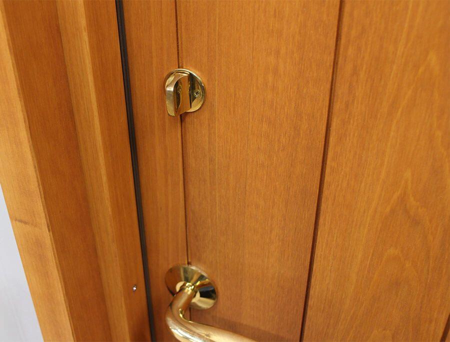 真鍮ドアハンドルの木製ドア 第1号を出荷します 木製ドア ドア