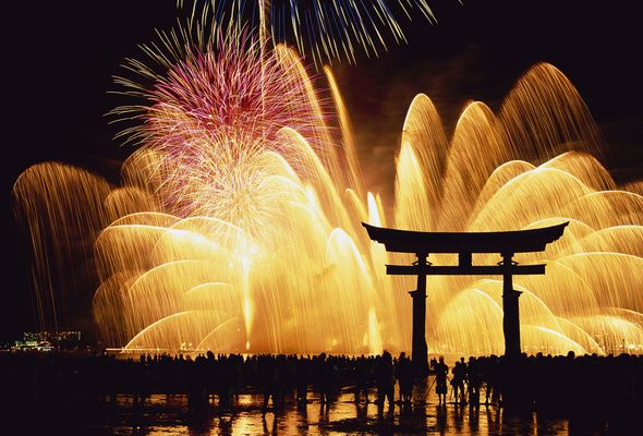 How People Celebrate New Year In Japan New Year Fireworks New