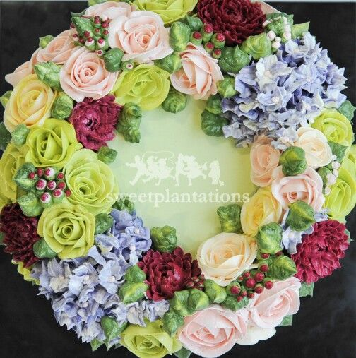 Buttercream Floral wreath cakes @sweetplantations