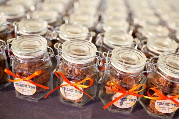Chic chicago wedding jar favors and chicago wedding chic chicago wedding junglespirit Image collections
