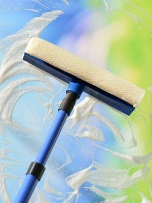 la raclette pour laver les vitres | comment nettoyer les vitres