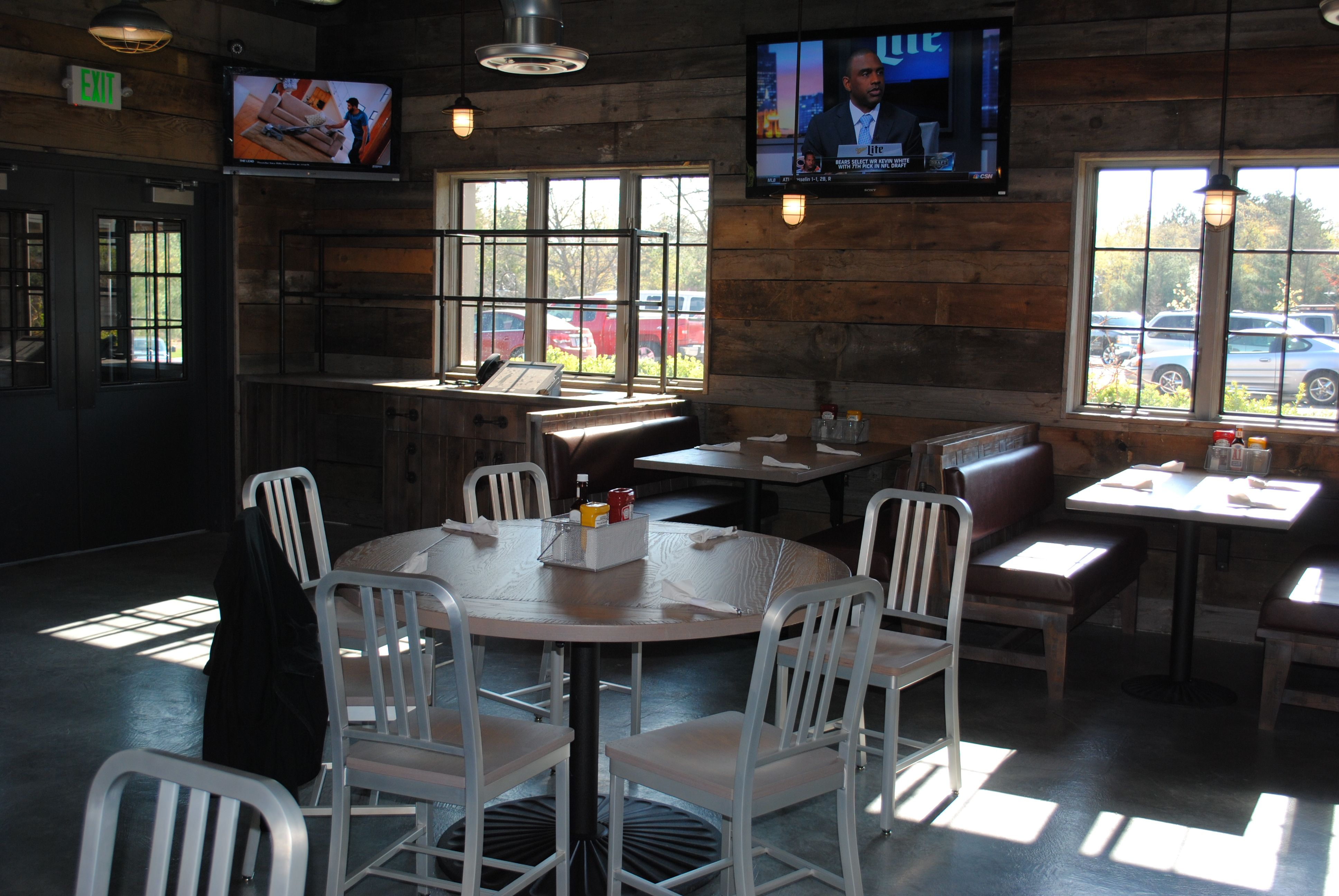 SP19 restaurant and bar at Sandy Pines golf club in DeMotte Indiana