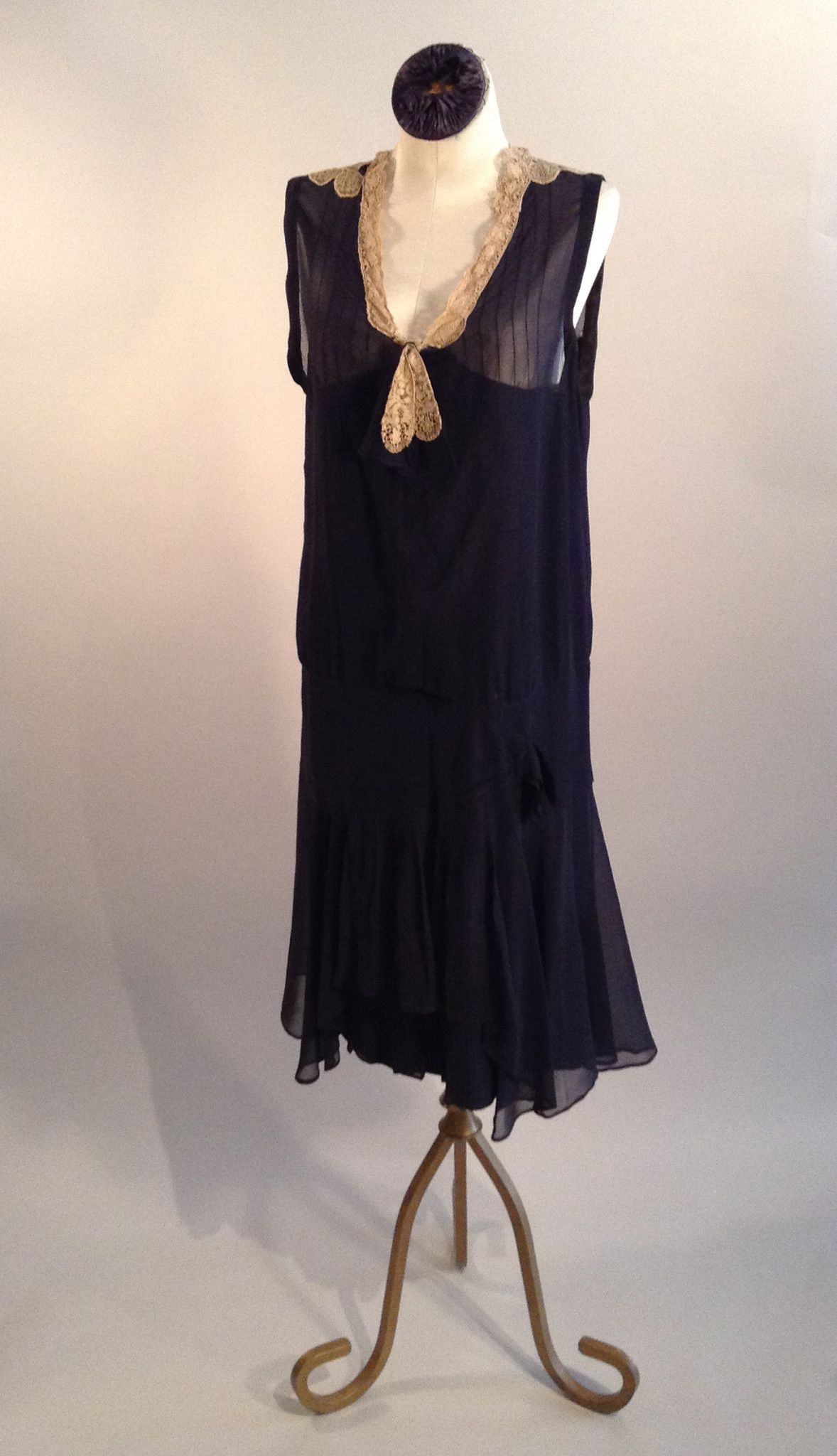 Navy chiffon with fitted hip. Original sleeves have been removed due to damage, armhole is finished. Size: 2/4