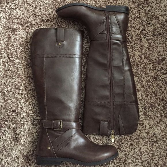 liz Claiborne boots Still has tags, brand new Liz Claiborne Shoes Winter & Rain Boots