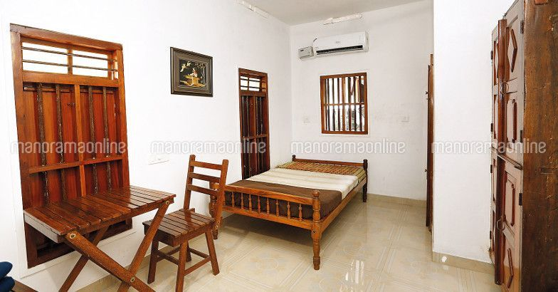 Latest Kerala Nalukettu Model Home Design 4 Bedroom Nalukettu House Designs Low Cost 4 Bedroom Fully Vasthu Combatible Nalu Home My House Plans House Styles