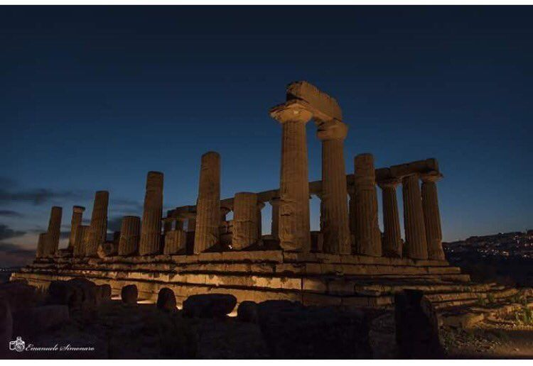 VALLE DEI TEMPLI Good evening Tempio di Giunone #Agrigento ph E. Simonaro #yummysicily