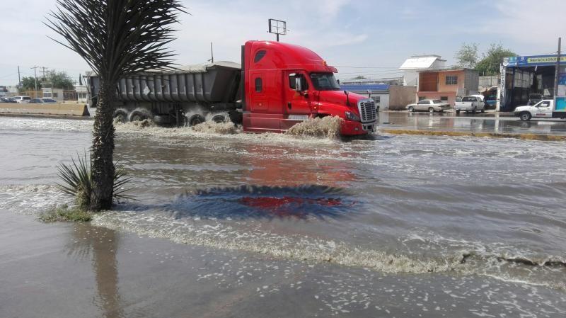 Periférico inundado por lluvias