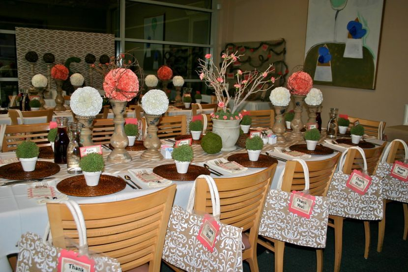 Stunning Floral Decor In Pink And White For Adult Birthday Table