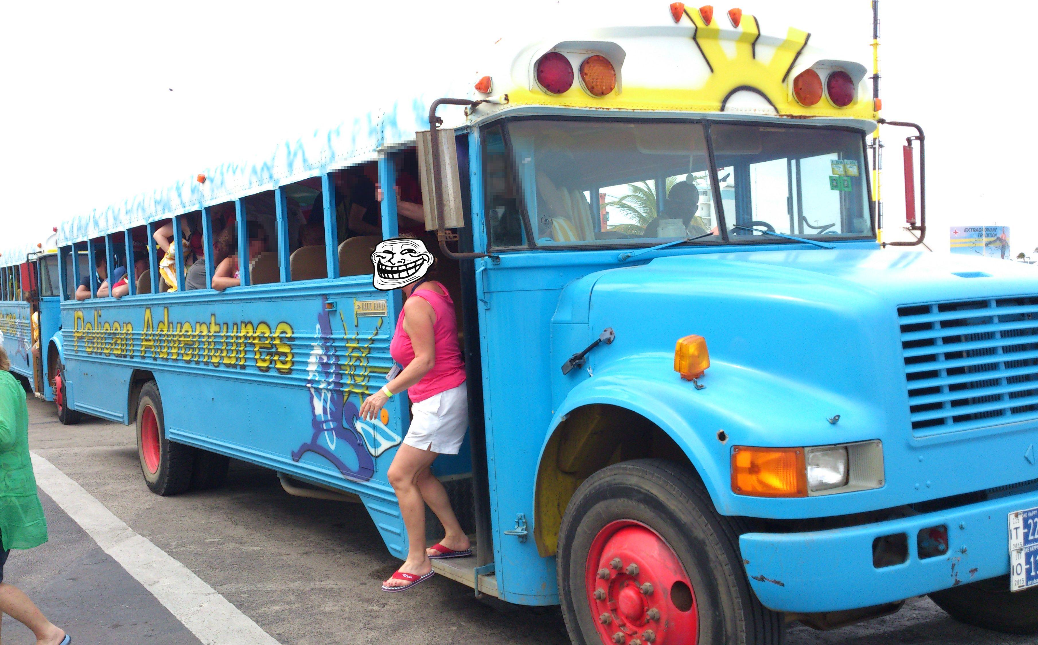 Aruba - ganz normale transfer Busse. Ein Traum. Und die Klimaanlage funktioniert auch immer - während der fahrt.... weil keine Fenster eingebaut sind...