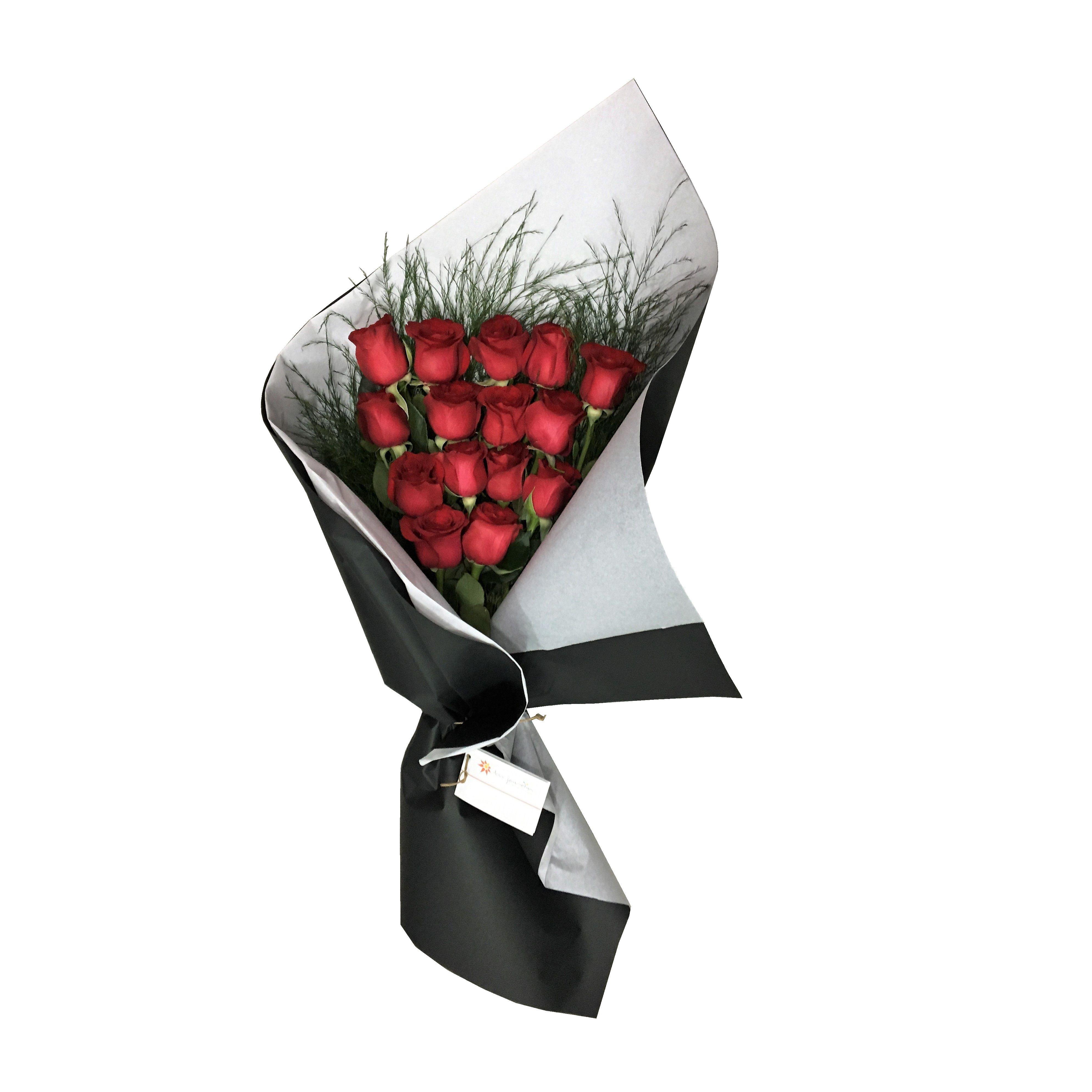 Clásico y exclusivo ramo de 15 rosas importadas de Ecuador