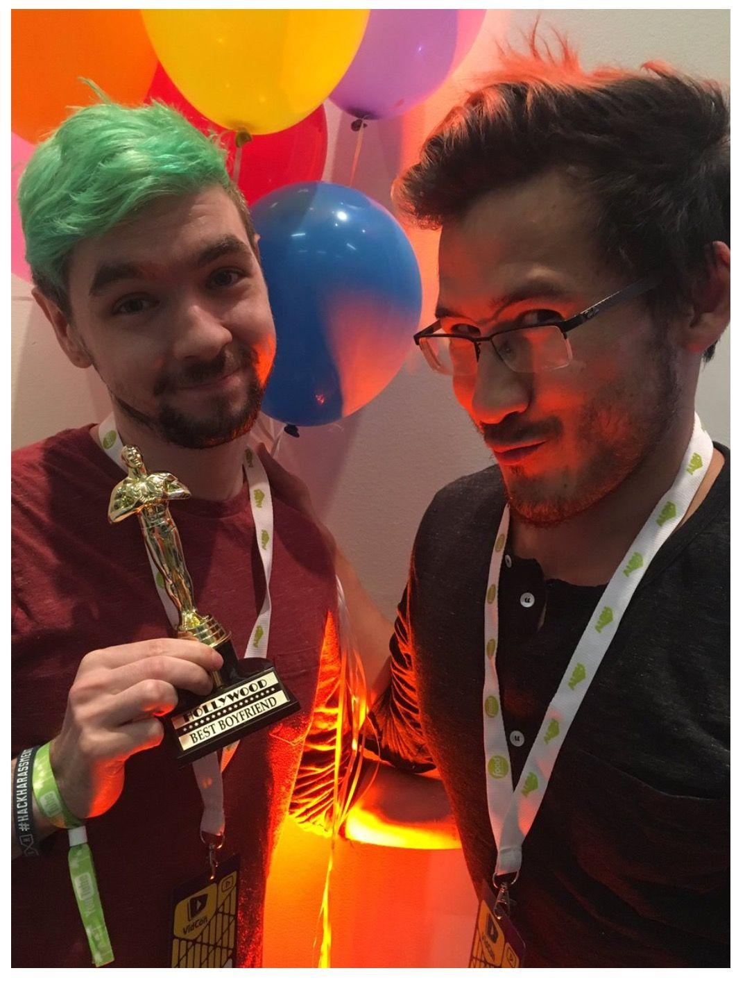 #Markiplier and #jacksepticeye  Awww jack won an award for best boyfriend at vidcon 2016 lol