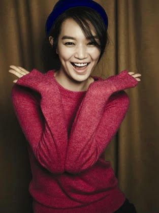 Shin Min Ah looking refreshing and adorable in a pink Giordano sweater.