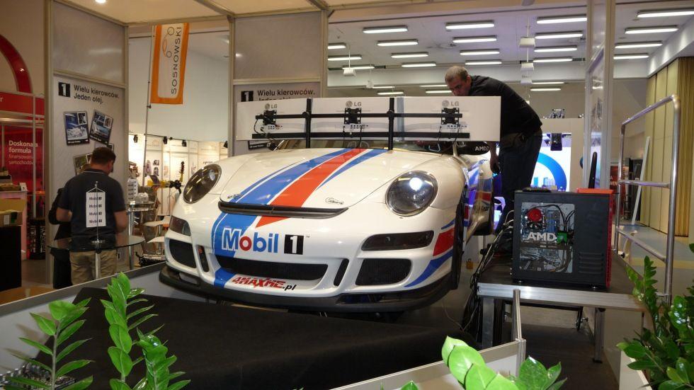 Dajemy Ci możliwość ekstremalnej jazdy samochodem Porsche GT3. To nie jest plastikowa skorupa, a prawdziwa karoseria umieszczona na platformie ruchu. Niesamowite wrażenia z jazdy, fotele kubełkowe i możliwość przetestowania jednej z najbardziej legendarnych marek samochodów na świecie