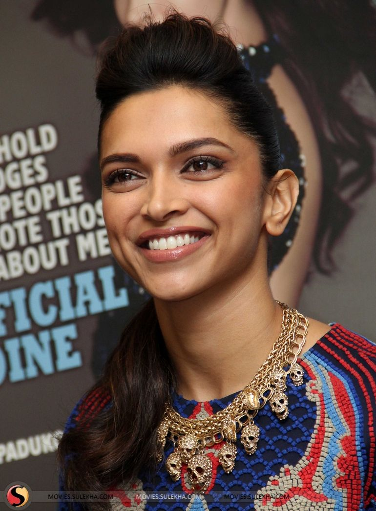 Pin By Jeffnews Gallery Gwada Girls On Celebrity Jewellery India Deepika Padukone Style Bollywood Actress Dipika Padukone