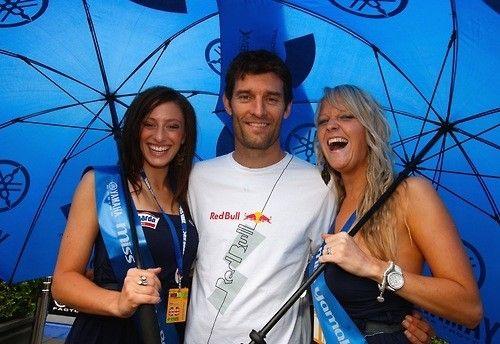 Webber with Paddock Girls (Brazil F1 GP 2012)