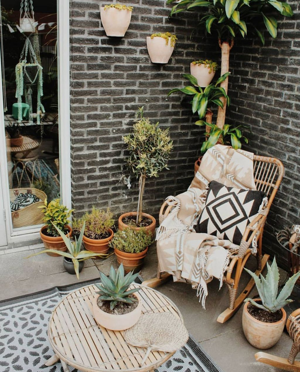 30 Beautiful Bohemian Style Outdoor Patio Decor Ideas In 2020 Bohemian Patio Decor Boho Patio Bohemian Patio