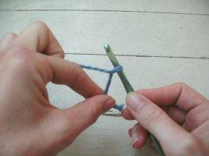 Sloppy slip knot: alternative to magic ring for crochet. Photo tutorial.