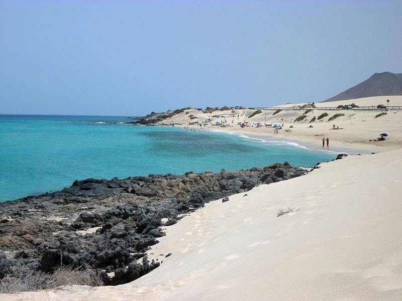 El mar de Fuerteventura nos muestra el recto camino hacia la perfecta libertad, paz y tranquilidad.  Fotos compartidas de Home Canarias