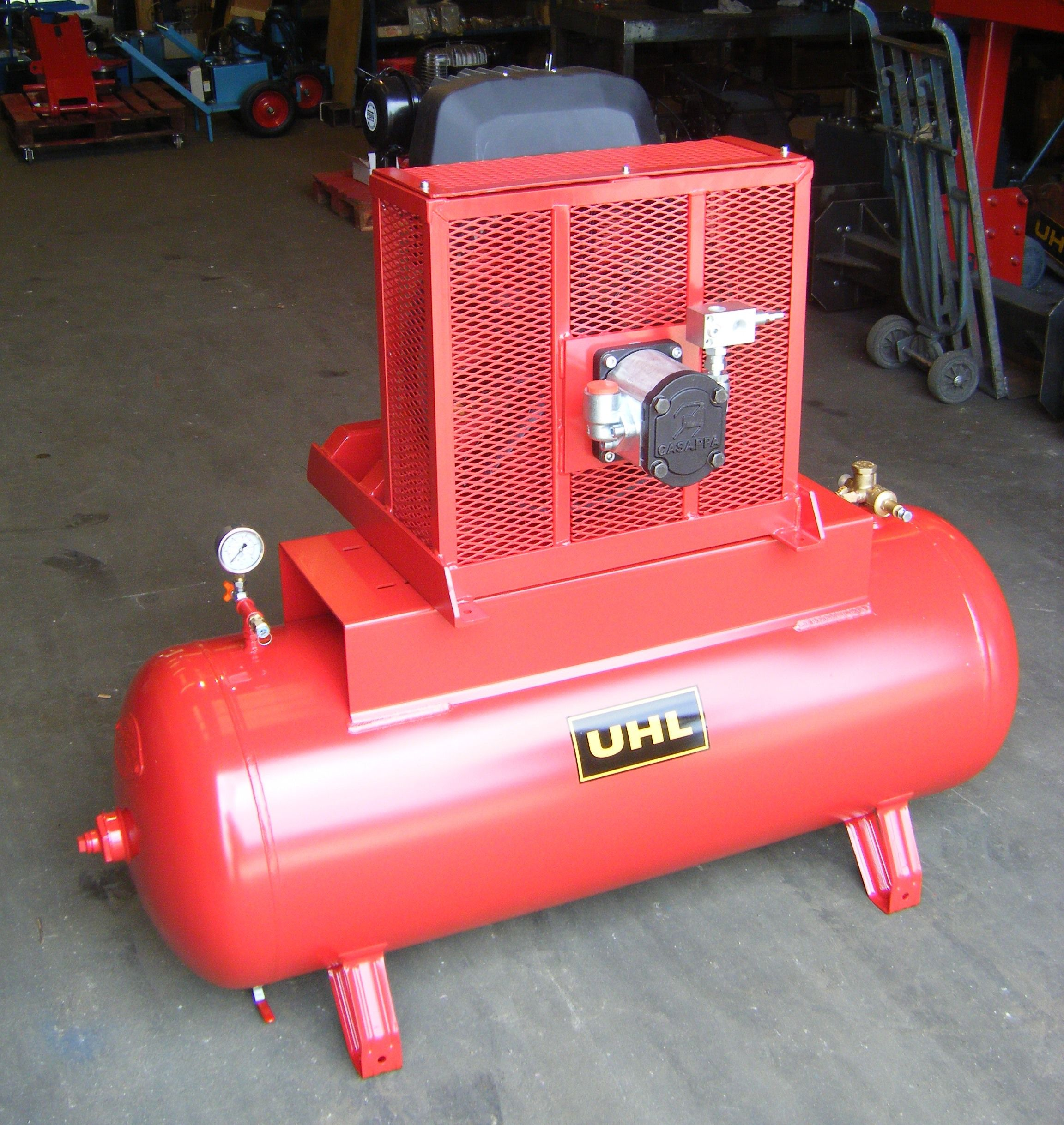It's a UHL TRC42 hydraulically powered compressor! The