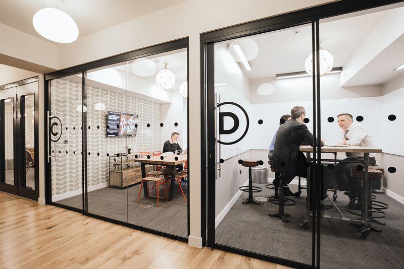 Private meeting rooms Design de escritório moderno