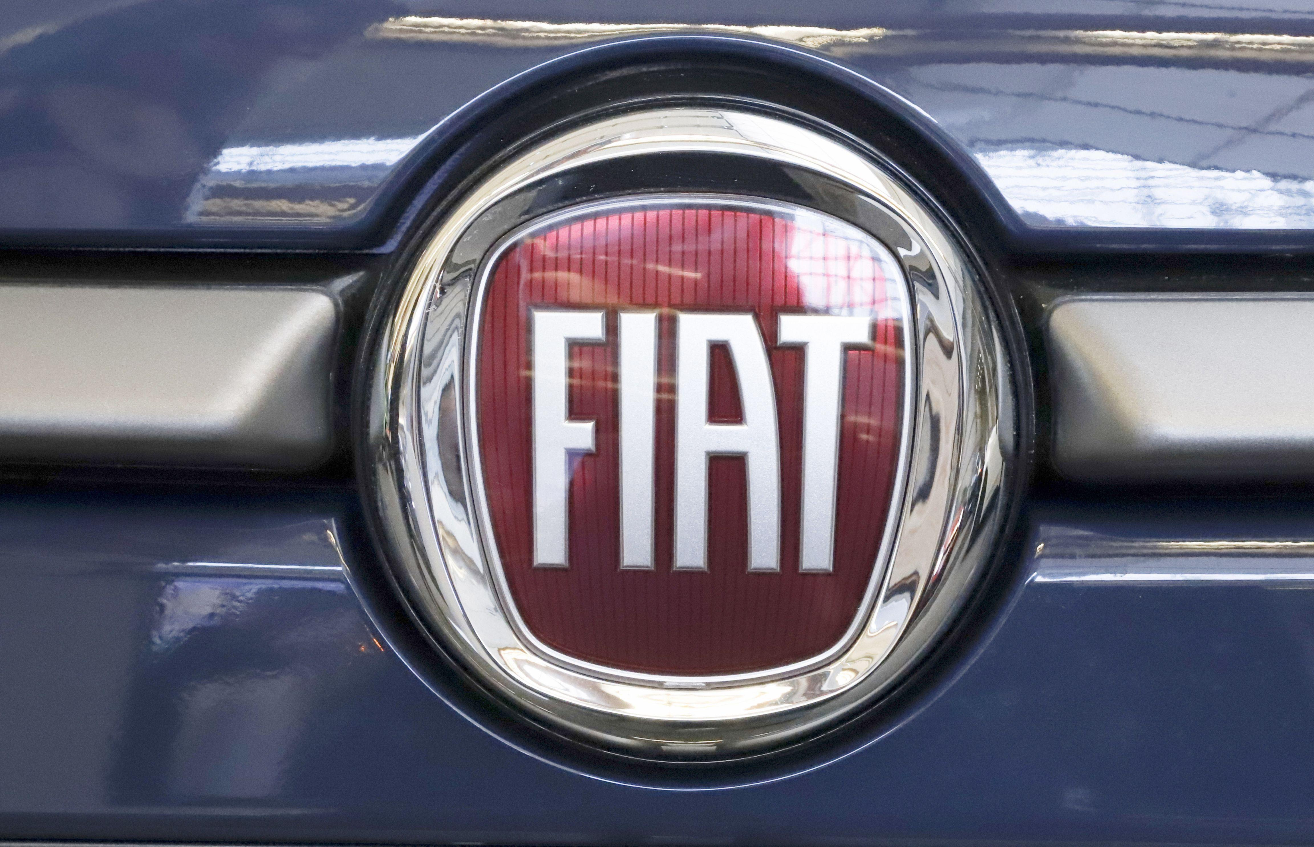 Chrysler Logo Meaning And History Chrysler Logo Chrysler Car Logos